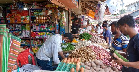 দুর্গাপুরের বাজার গুলোতে মানা হচ্ছে না স্বাস্থ্যবিধি বাড়ছে সংক্রমণের ঝুঁকি