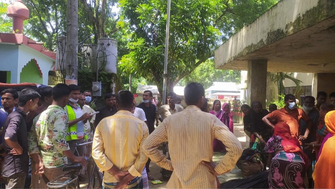 দুর্গাপুরে অটোরিকসা উল্টে নারী নিহত